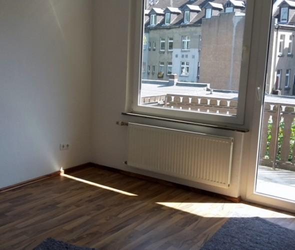 Schlafzimmer mit balkon for Wohnzimmer gelsenkirchen